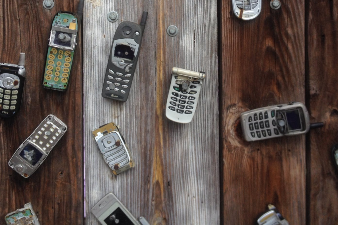 Selling your old phone can help fund a new contract phone